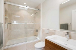 bathroom-sliding-doors-duboce (1)