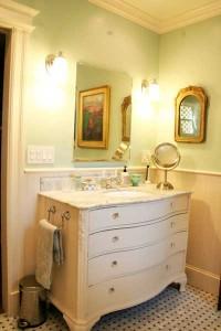 bedroom-white-dresser-ri